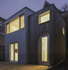 Steel door and PVC windows on Contemporary style town house